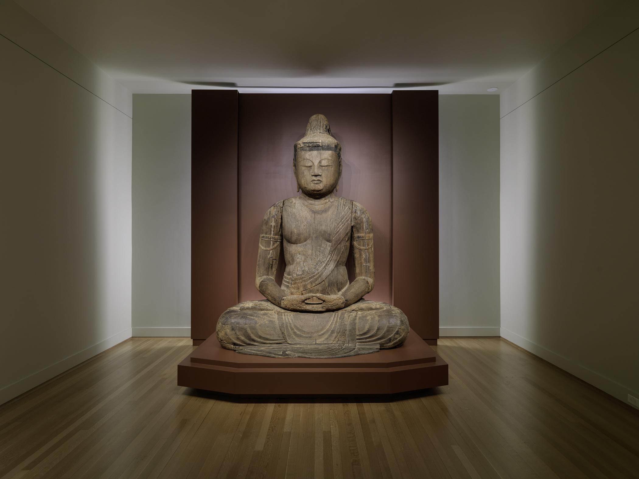 Japanese Dainichi Nyorai Buddha (ca. 1150-1200) on back-lit platform
