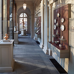 Wall-mounted cases with Optium vitrines, The Frick Collection, New York