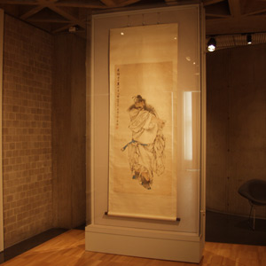 Microclimate case for Japanese scroll, Yale University Art Gallery